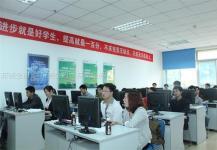 东莞北大青鸟功能完善的机房及实训项目室