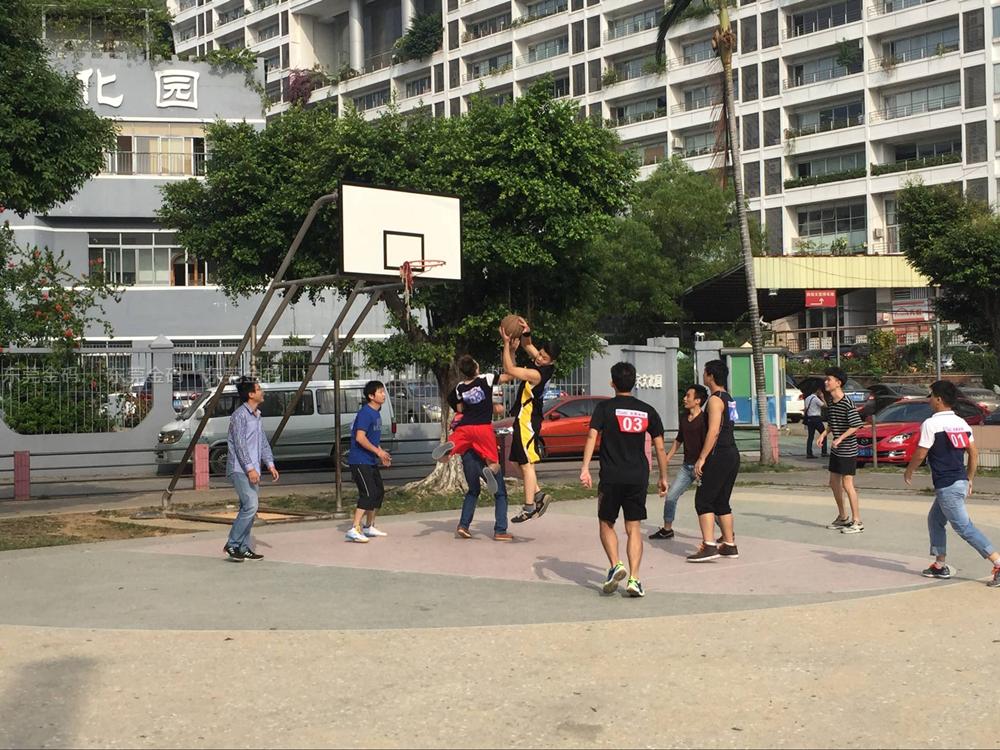 东莞北大青鸟精彩篮球赛T113班与T116班激烈对打现场